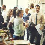 Organiser une soirée d'entreprise : les points essentiels pour assurer la réussite de l'événement